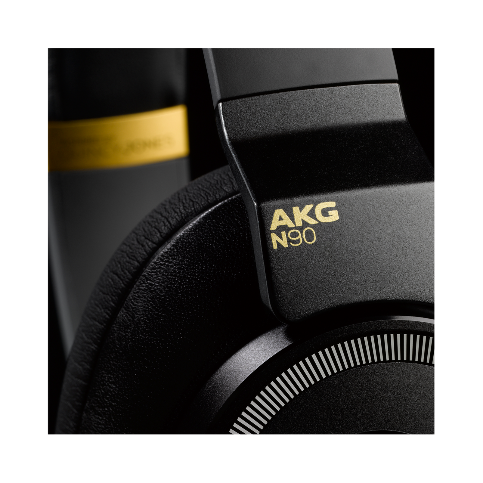 N90Q - Black - Reference class auto-calibrating noise-cancelling headphones - Detailshot 13